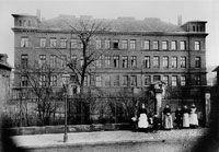 Das erste Schwesternhaus